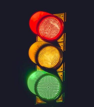 traffic light harshal-desai-0hCIrw8dVfE-unsplash